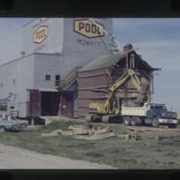 [Removal of annex on Rowatt Saskatchewan POOL grain elevator]